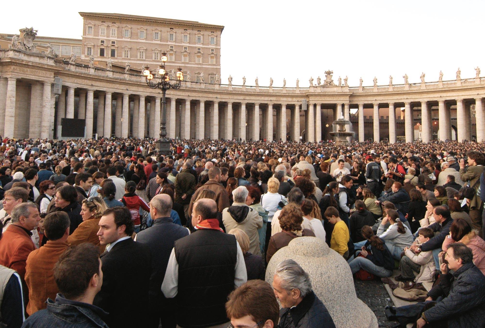 Annonce de l'élection du pape Benoit XVI