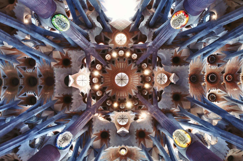 voute de la Sagrada Familia vue de dessous