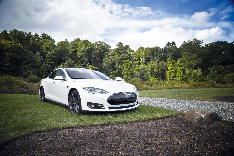 <stamp theme='pc-green1'>Doc. 1</stamp> Voiture électrique Tesla S®.