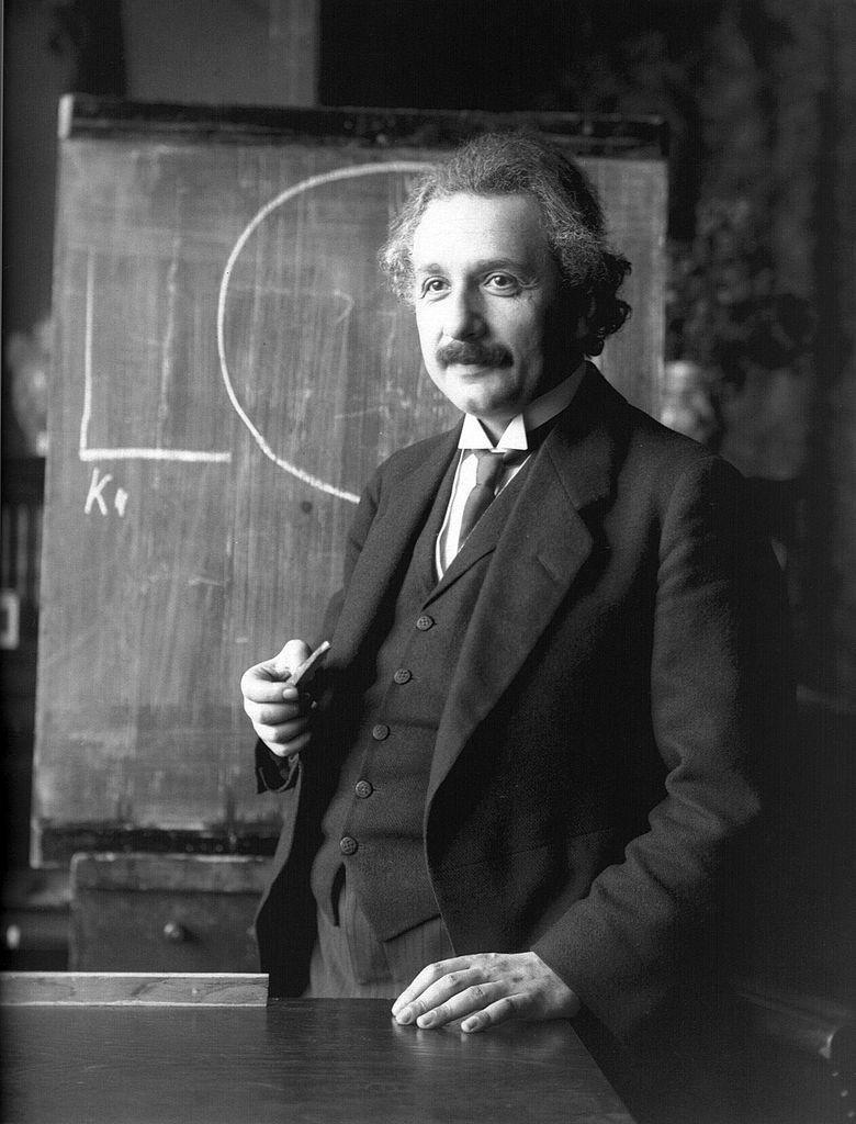 <stamp theme='pc-green1'>Doc. 2</stamp> Albert Einstein en 1921.