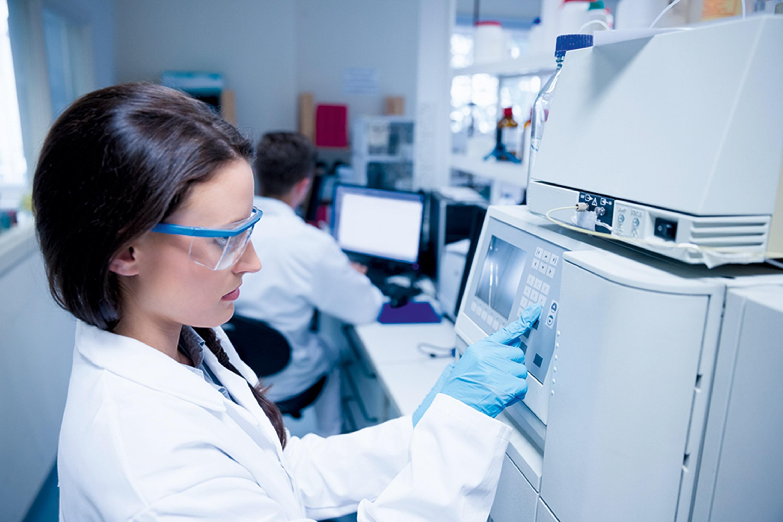 Andréa G. : réaliser des expériences en laboratoire.