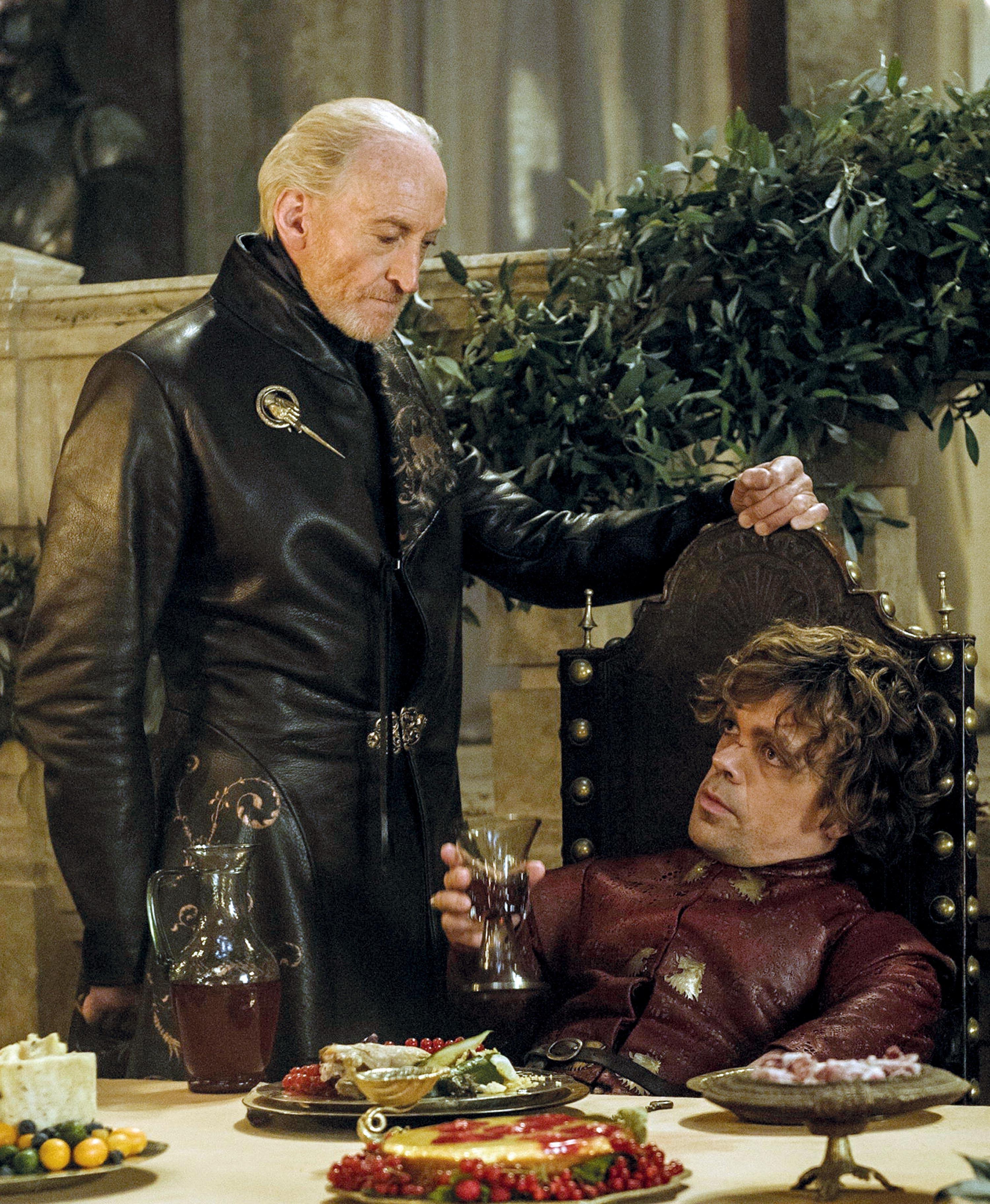 <stamp theme='svt-green1'>Doc. 2</stamp> Tyrion Lannister et son père dans le Trône de fer.