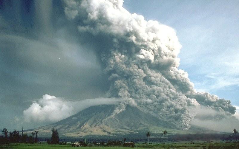 <stamp theme='svt-green1'>Doc. 1</stamp> Photographie de jour de l'éruption du volcan Mayon.