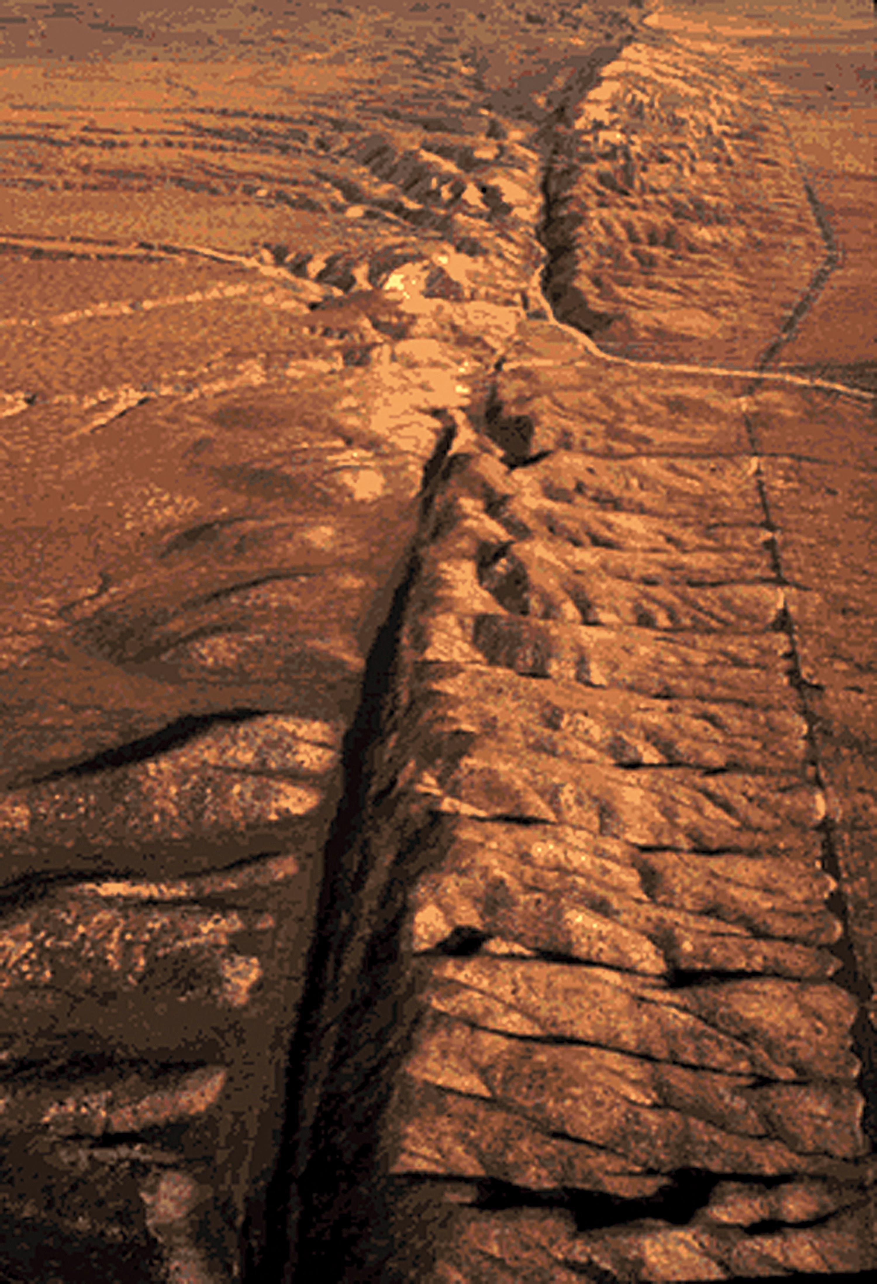 <stamp theme='svt-green1'>Doc. 2</stamp> La faille de San Andreas dans la plaine de Carrizo.