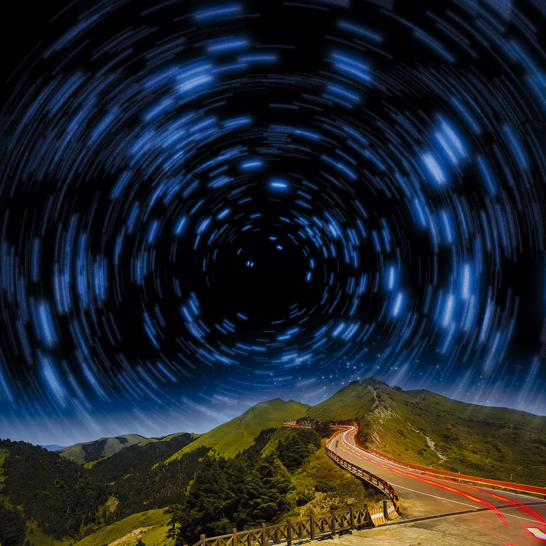 <stamp theme='svt-green1'>Doc. 7</stamp> Une photographie des étoiles avec une pose longue.