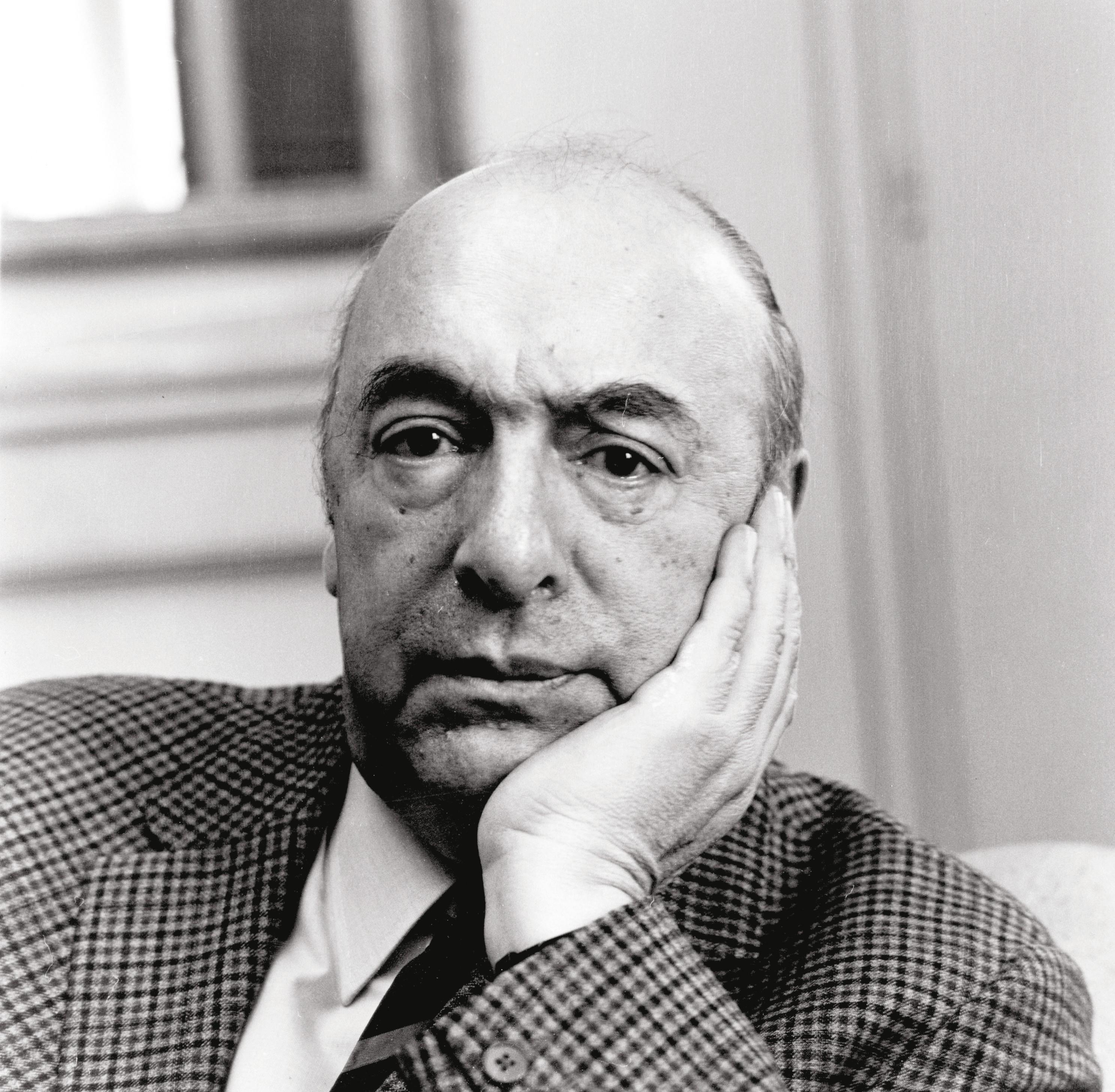 Pablo Neruda escritor y poeta chileno.