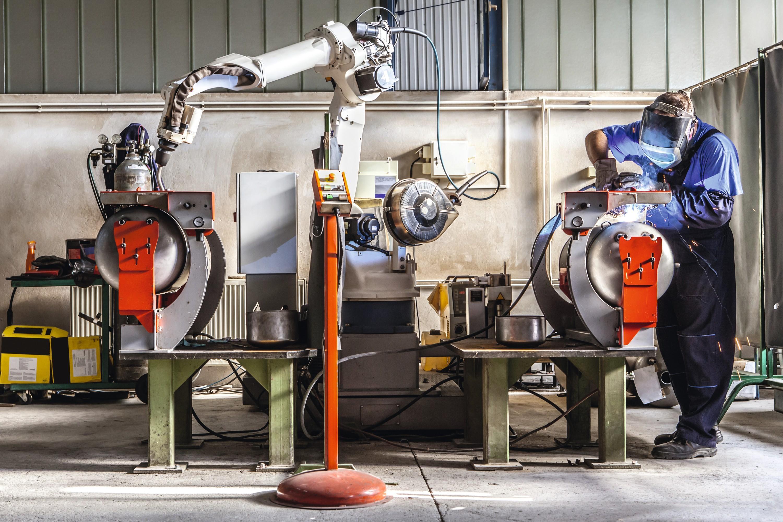 Une entreprise fabrique deux objets à l'aide de trois machines.