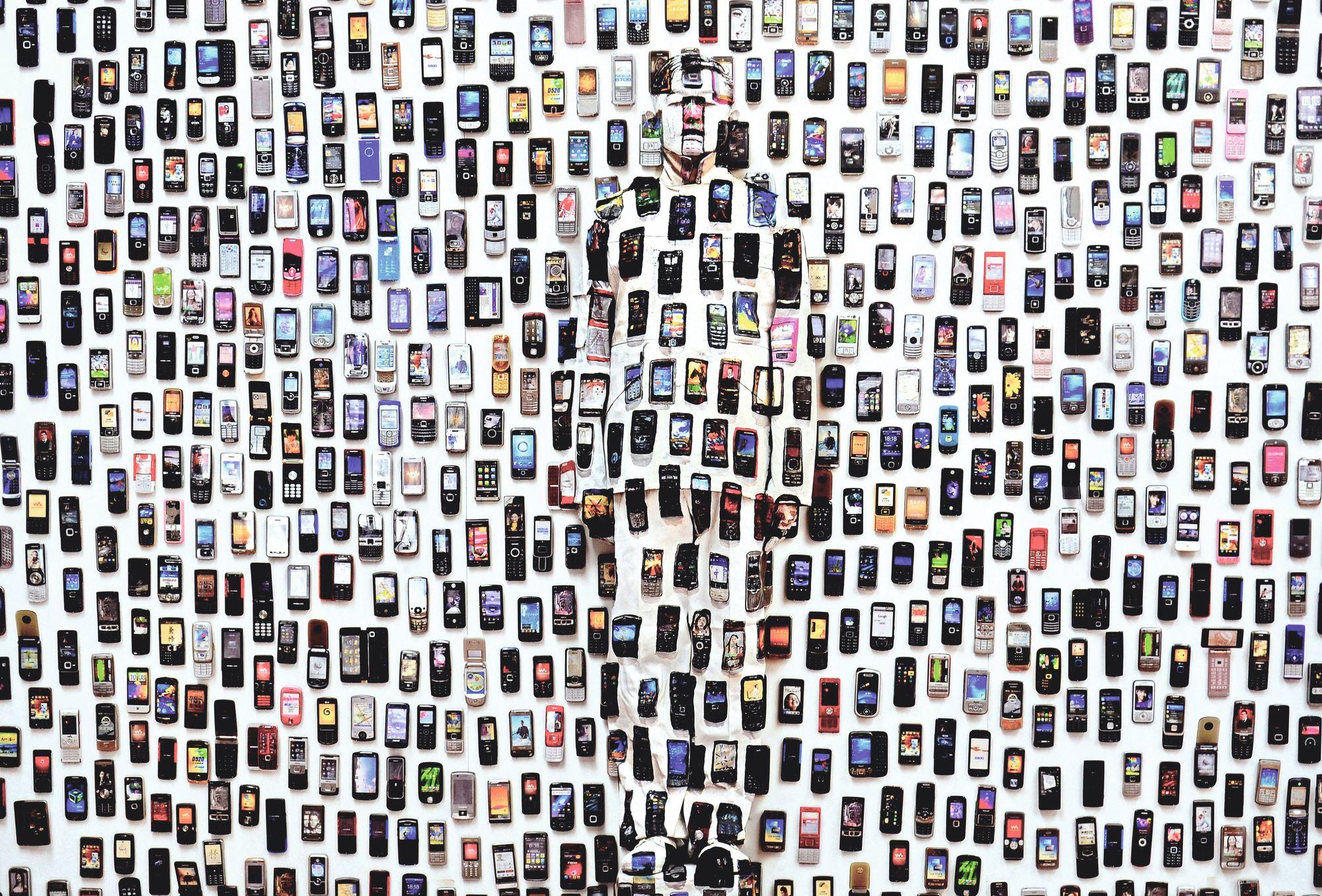 Liu Bolin, Hiding in the city 104, Mobile phone, 2012.