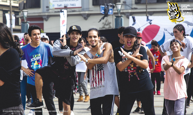 Festival internacional de culturas urbanas Pura Calle, contra la violencia juvenil en Perú.