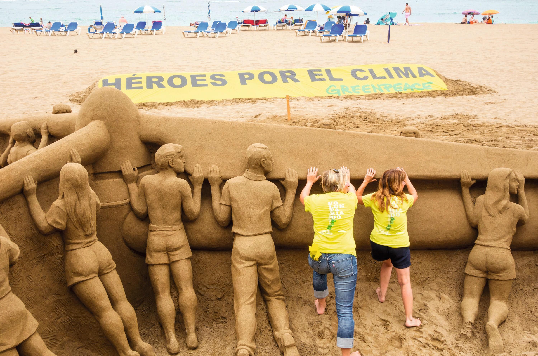 Campaña de Greenpeace España en la playa de las Canteras, Las Palmas.