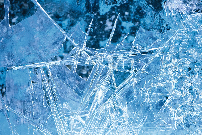 Des cristaux de glace du glacier de Forno, Suisse