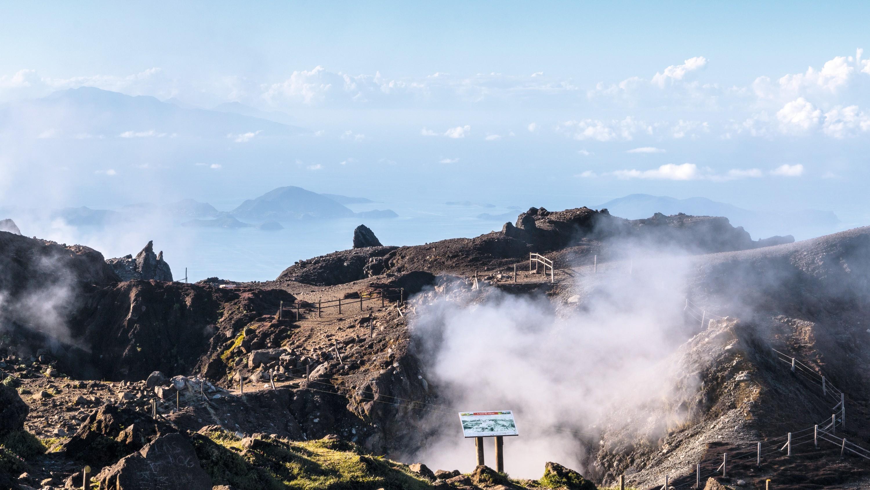 Le sommet du volcan et ses fumerolles