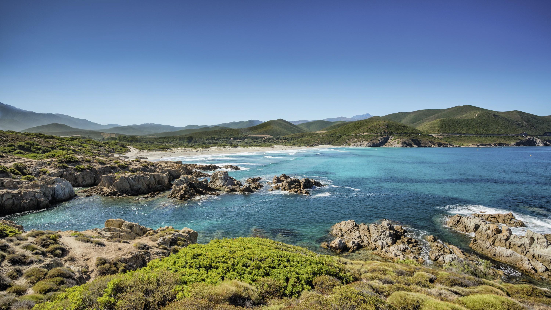 Le désert des Agriates (Corse) : un milieu mis en tourisme et protégé par un parc naturel marin