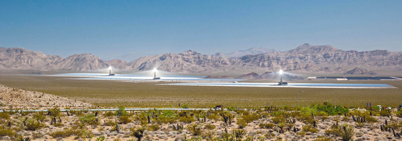 La centrale photovoltaïque d'Ivanpah dans le désert du Nevada