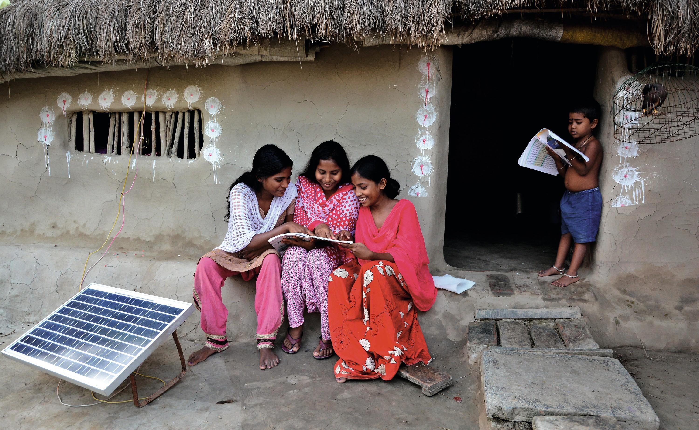 L'installation de panneaux solaires dans l'Inde rurale