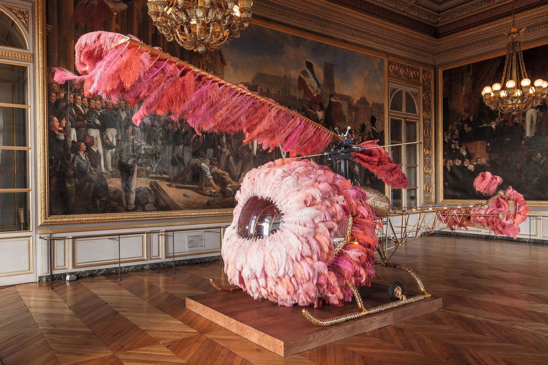 Joana Vasconcelos, Lilicoptère, exposition au château de Versailles, 2012.