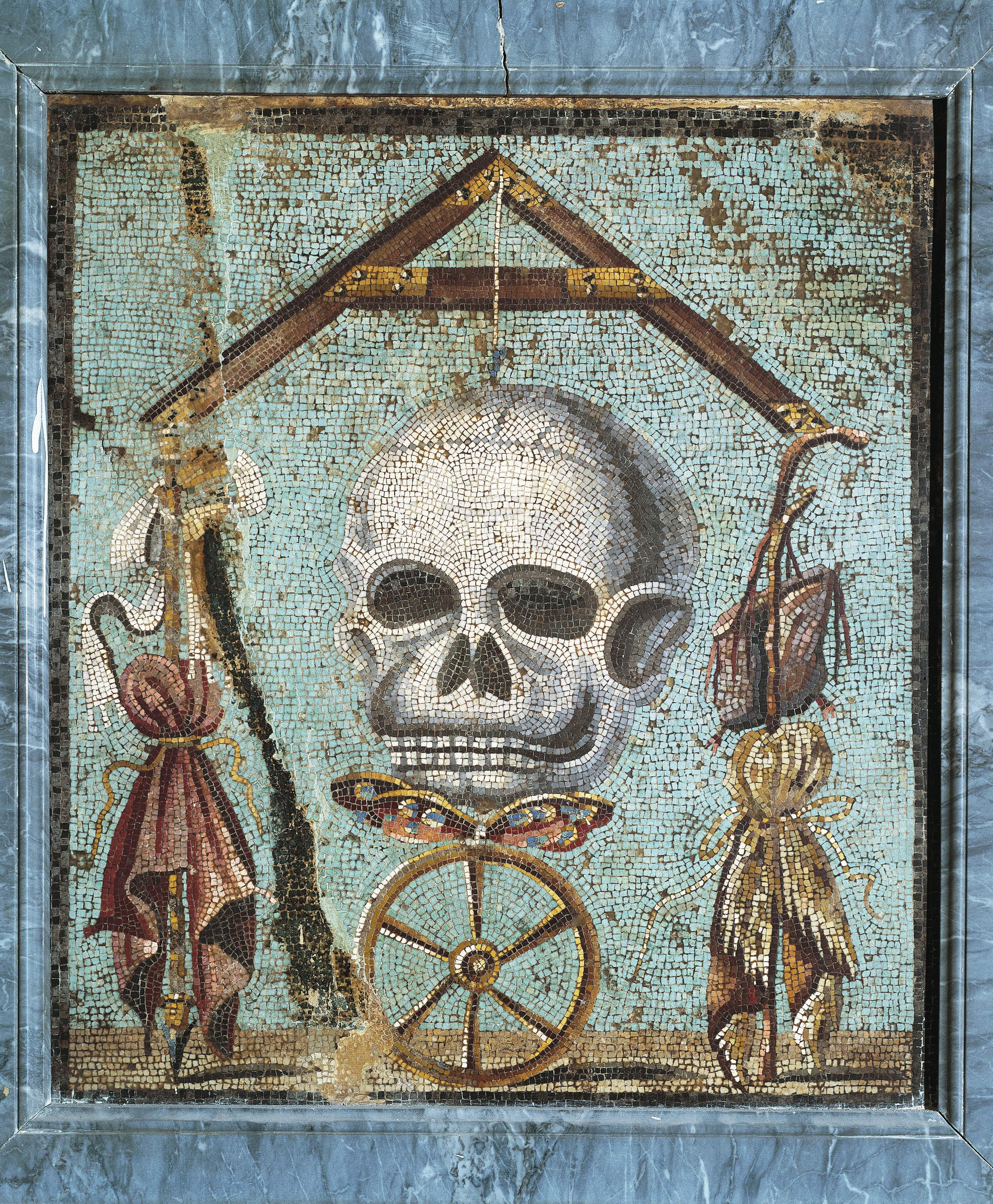 Tête de mort avec les attributs du mendiant et du roi, avant 79, mosaïque provenant de Pompéi, musée Archéologique, Naples, Italie.