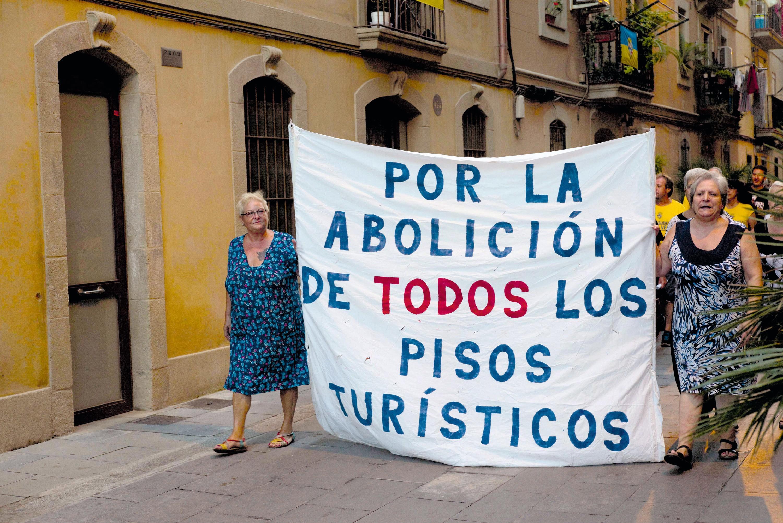 Marcha en protesta contra el tráfico ilegal de alquileres en Barcelona, 2015.