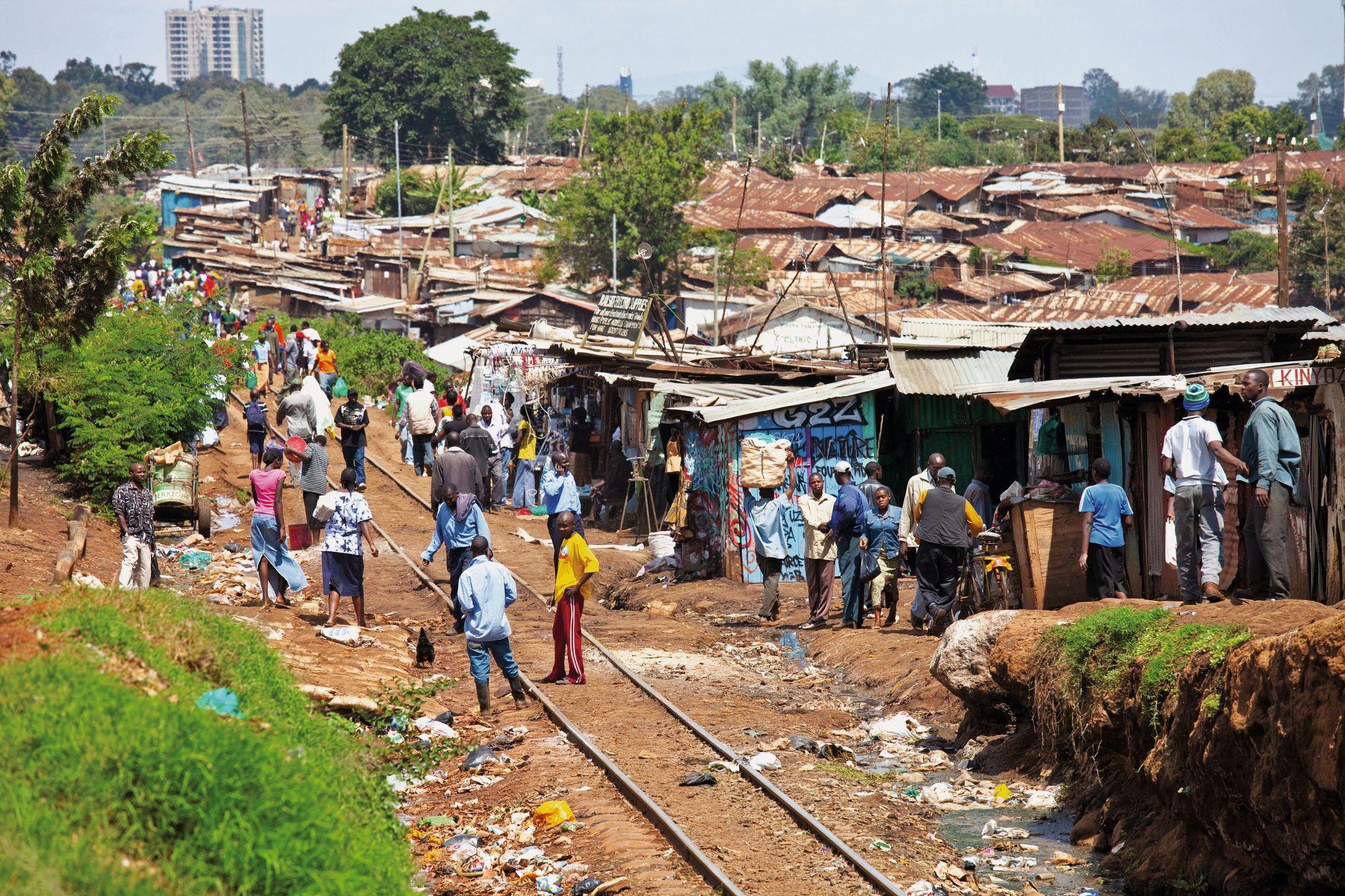 Le bidonville de Kibera est situé à Nairobi, la capitale du Kenya. Un tiers de la population de la ville y habite.