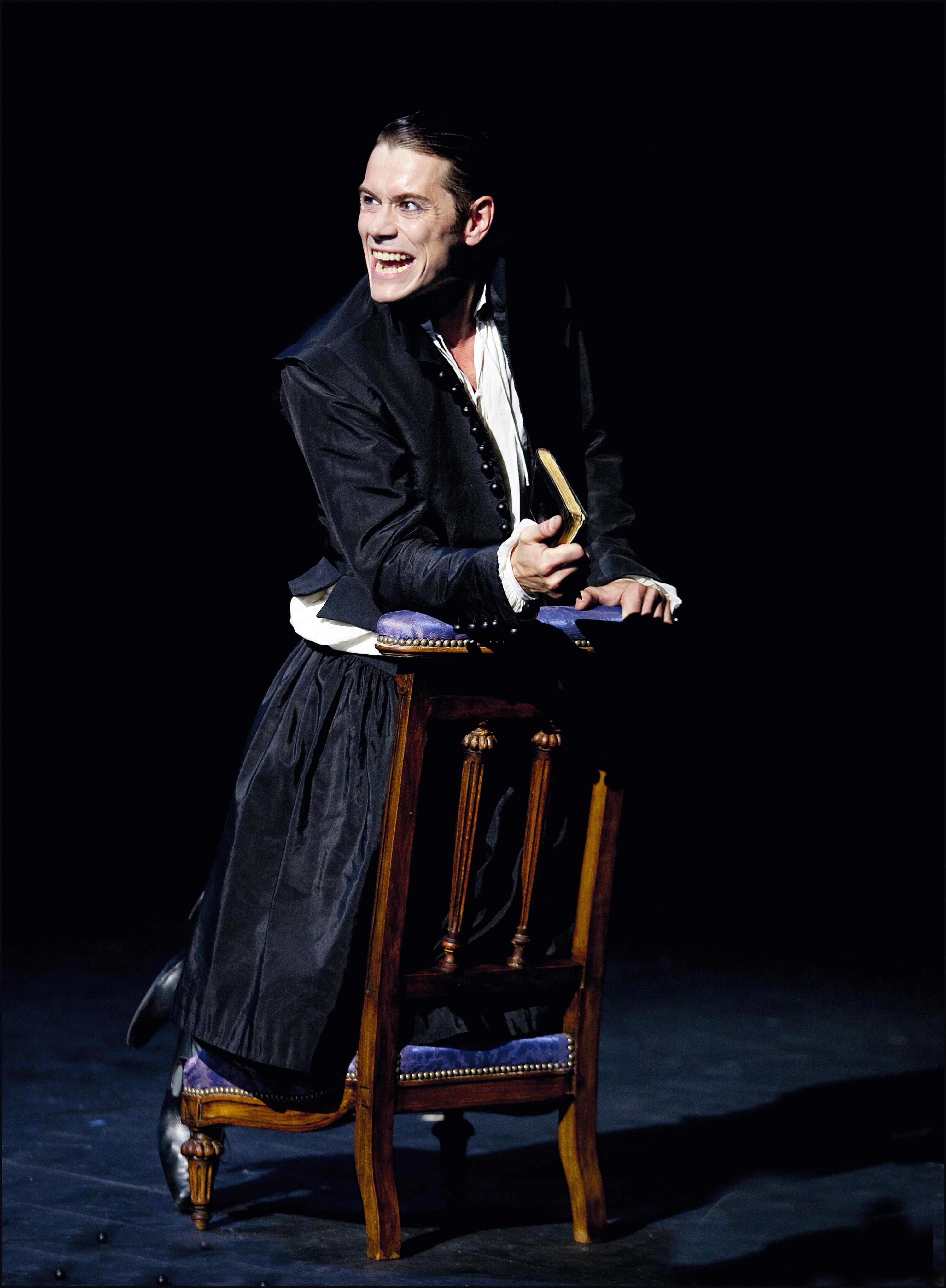 Loïc Corbery dans le rôle de Dom Juan, dans la mise en scène de Jean-Pierre Vincent, Comédie-Française (Théâtre Éphémère), Paris, 2012.
