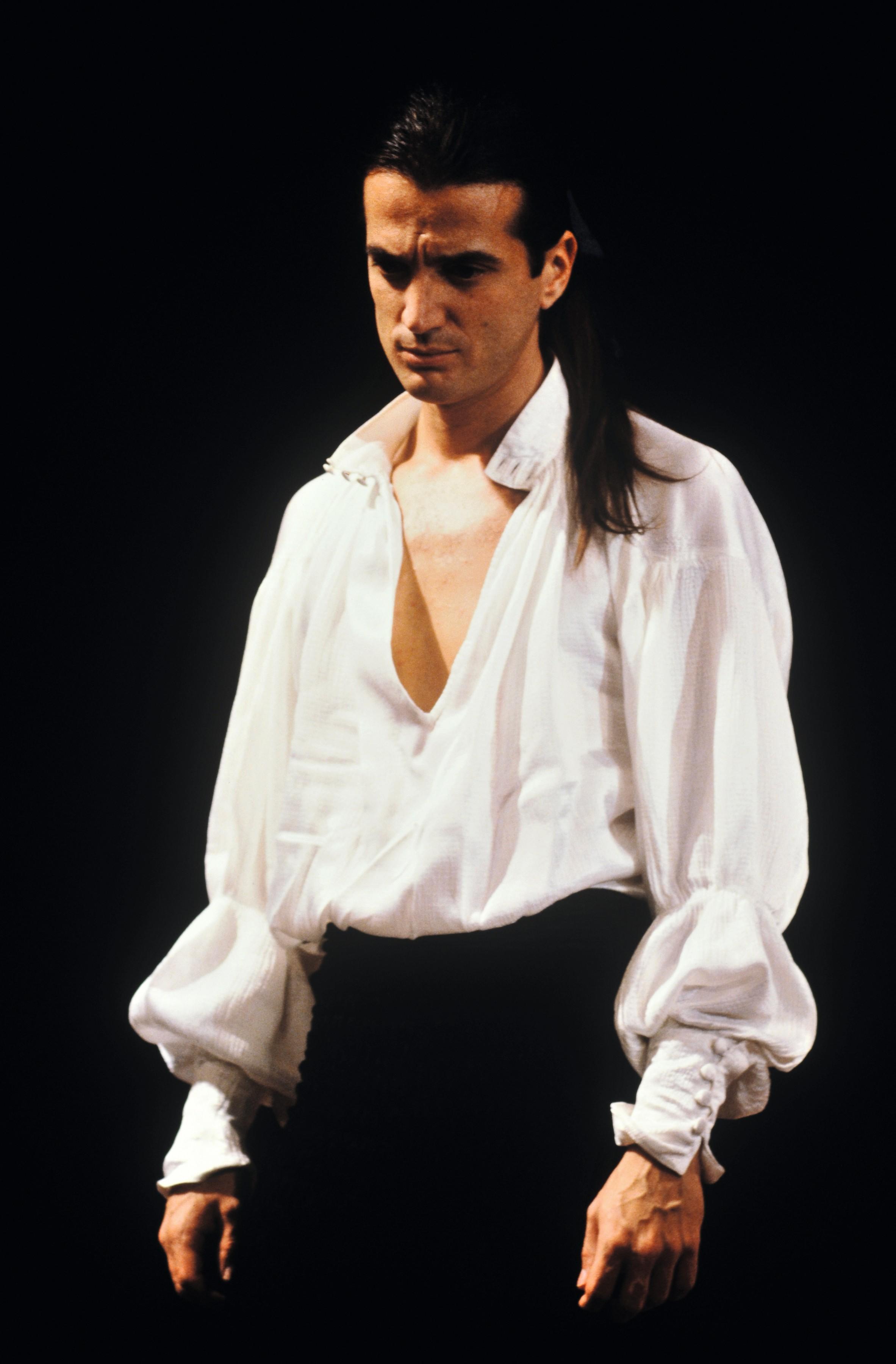 Francis Lalanne joue Dom Juan en 1987, à l'âge de 29 ans.