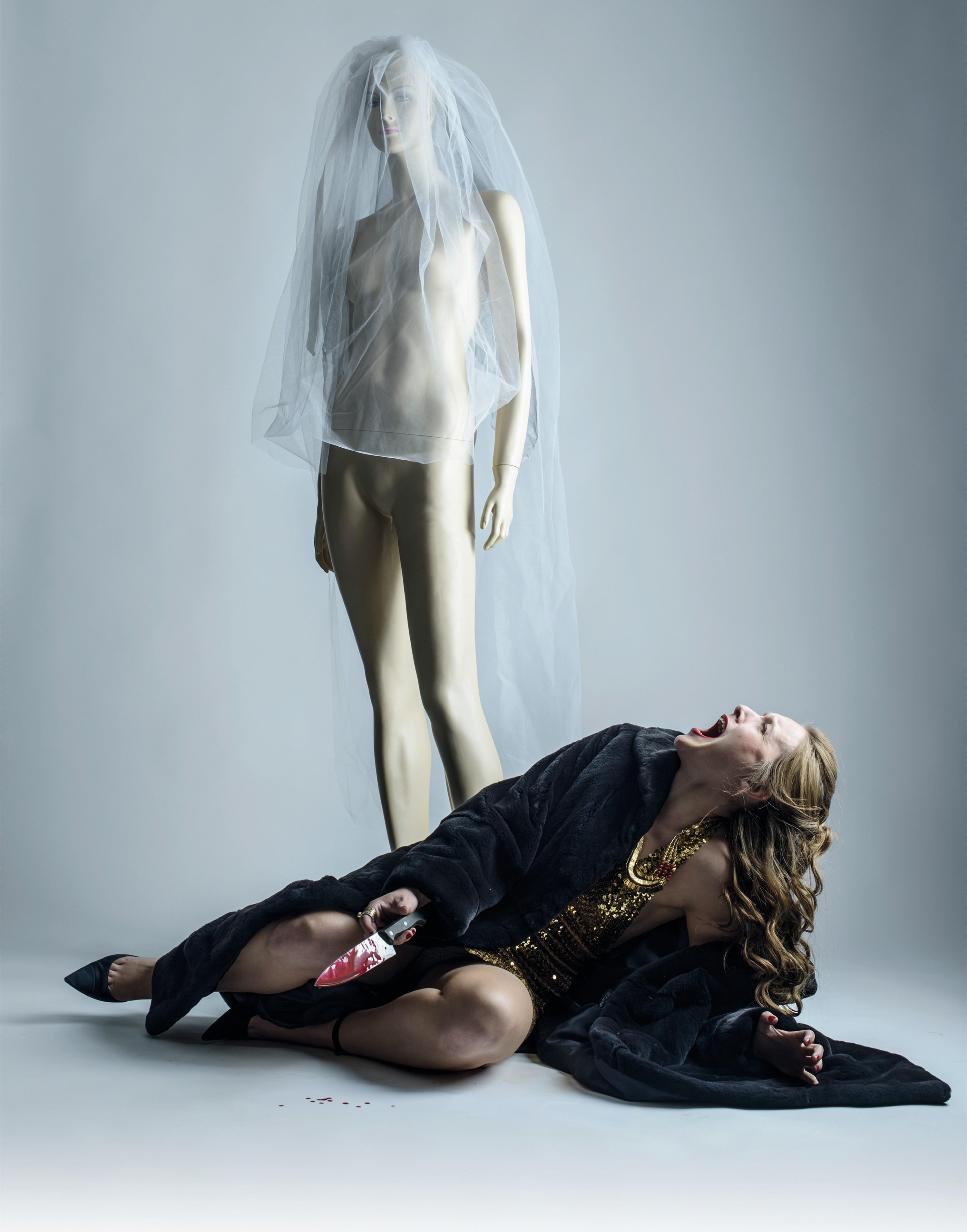 Photo utilisée pour l'affiche d'Andromaque, mise en scène d'Anthony Magnier, avec Pauline Bolcatto (Hermione), Compagnie Viva, Avignon Off, 2015.