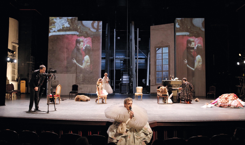 La Règle du jeu, d'après le scénario de Jean Renoir, mise en scène de Christiane Jatahy, Comédie-Française (salle Richelieu), Paris, 2017.