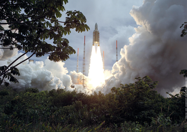 Décollage de la fusée Ariane 5 à Kourou en Guyane, le 18 décembre 2004