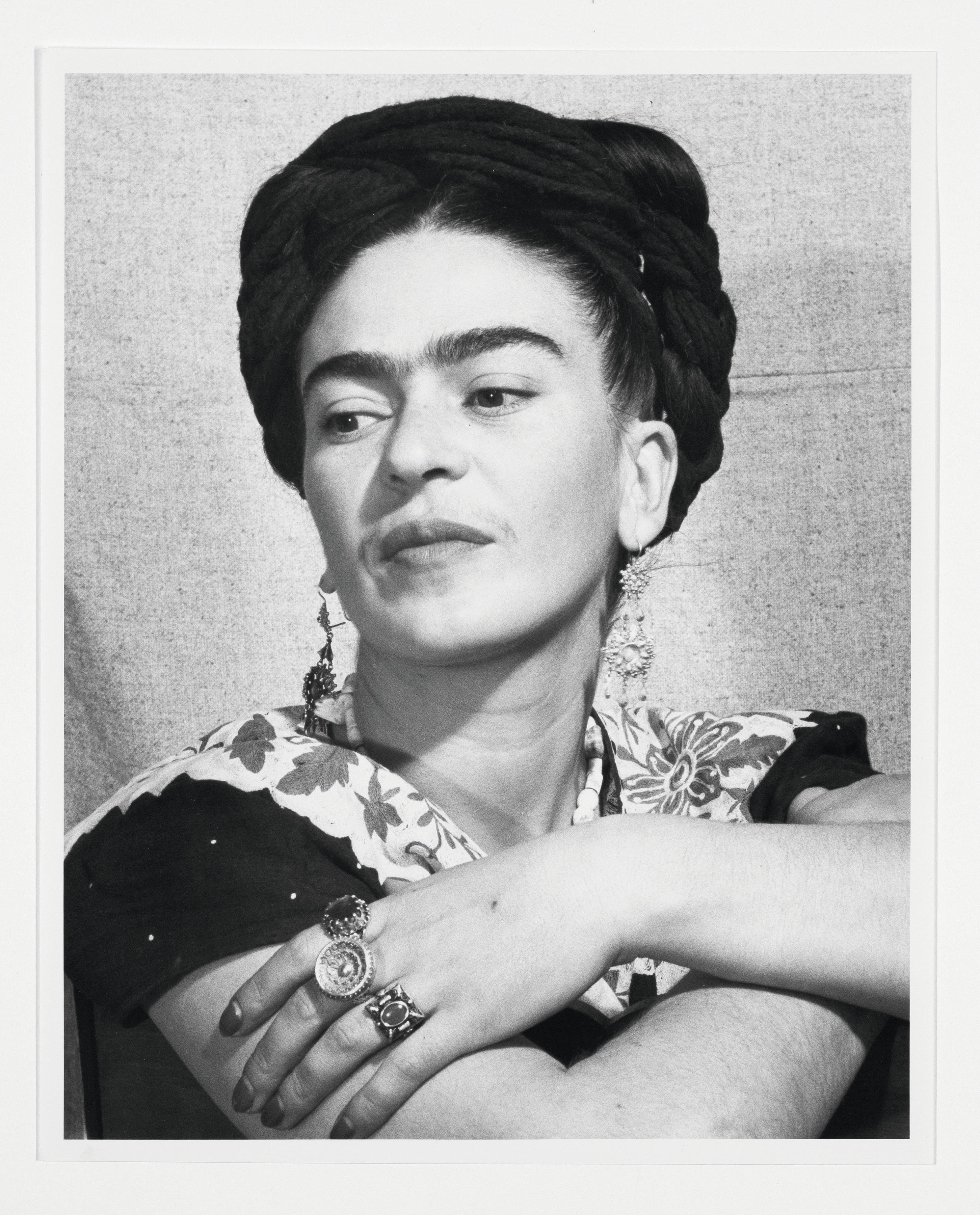 Bernard Silberstein, portrait de Frida Kahlo, artiste mexicaine, 1940, photographie, Detroit Institute of Arts, États-Unis.