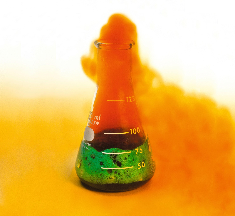 Traitement chimique de la pièce, gaz roux