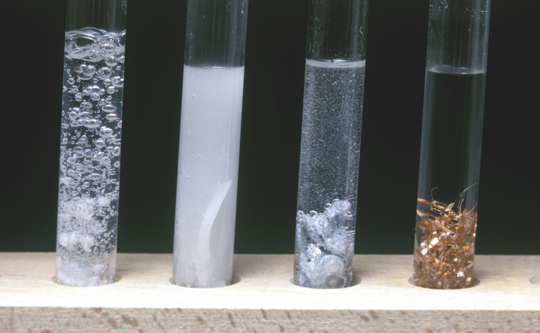 Réactions de différents métaux avec l'acide chlorhydrique