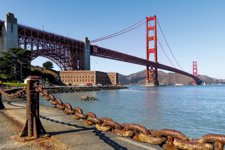 Chaîne rouillée devant le Golden Gate (San Francisco)