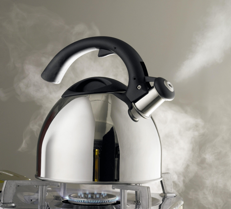 Une bouilloire augmente en pression avec la température.