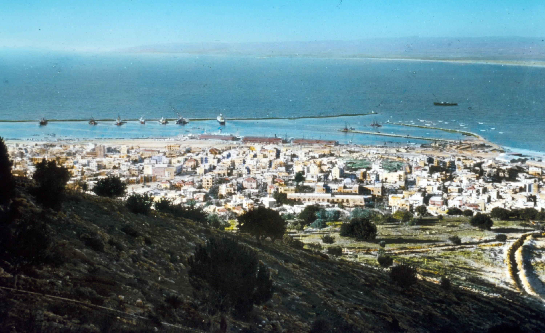 Haïfa, vue du Mont Carmel, 1950, photographie.