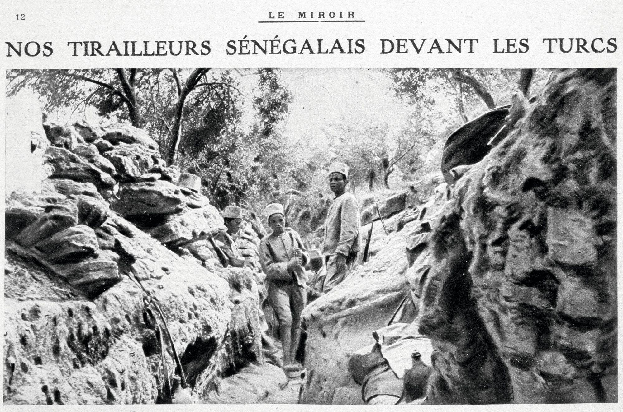 Tirailleurs sénégalais devant les Turcs, une de la revue Le Miroir, 28 novembre 1915