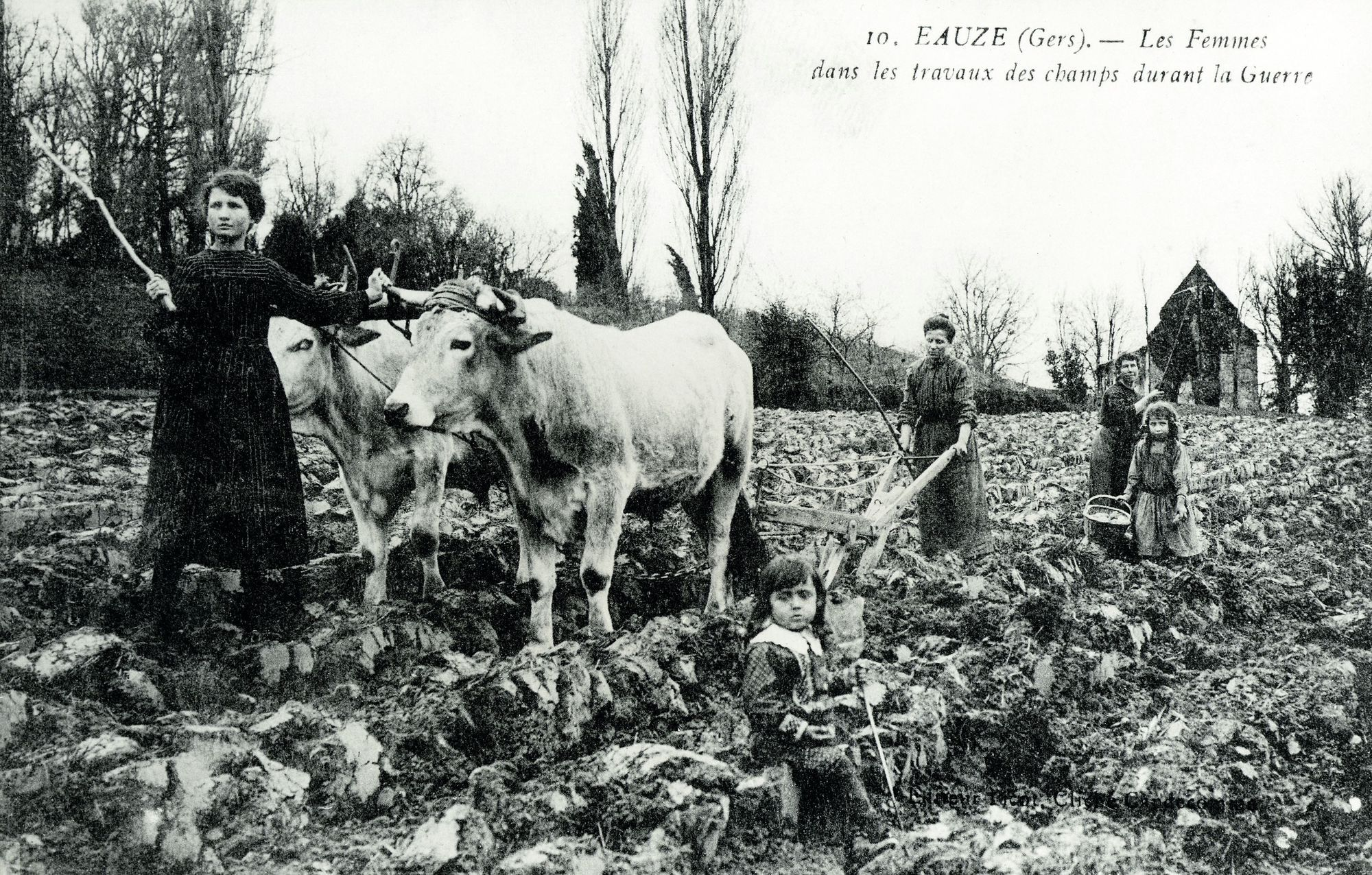 Paysannes dans les champs à Éauze (Gers)