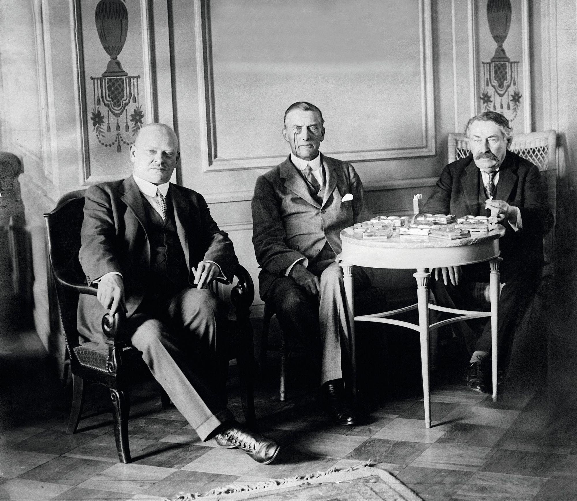 Gustav Stresemann, Austen Chamberlain et Aristide Briand à Locarno le 16 octobre 1926
