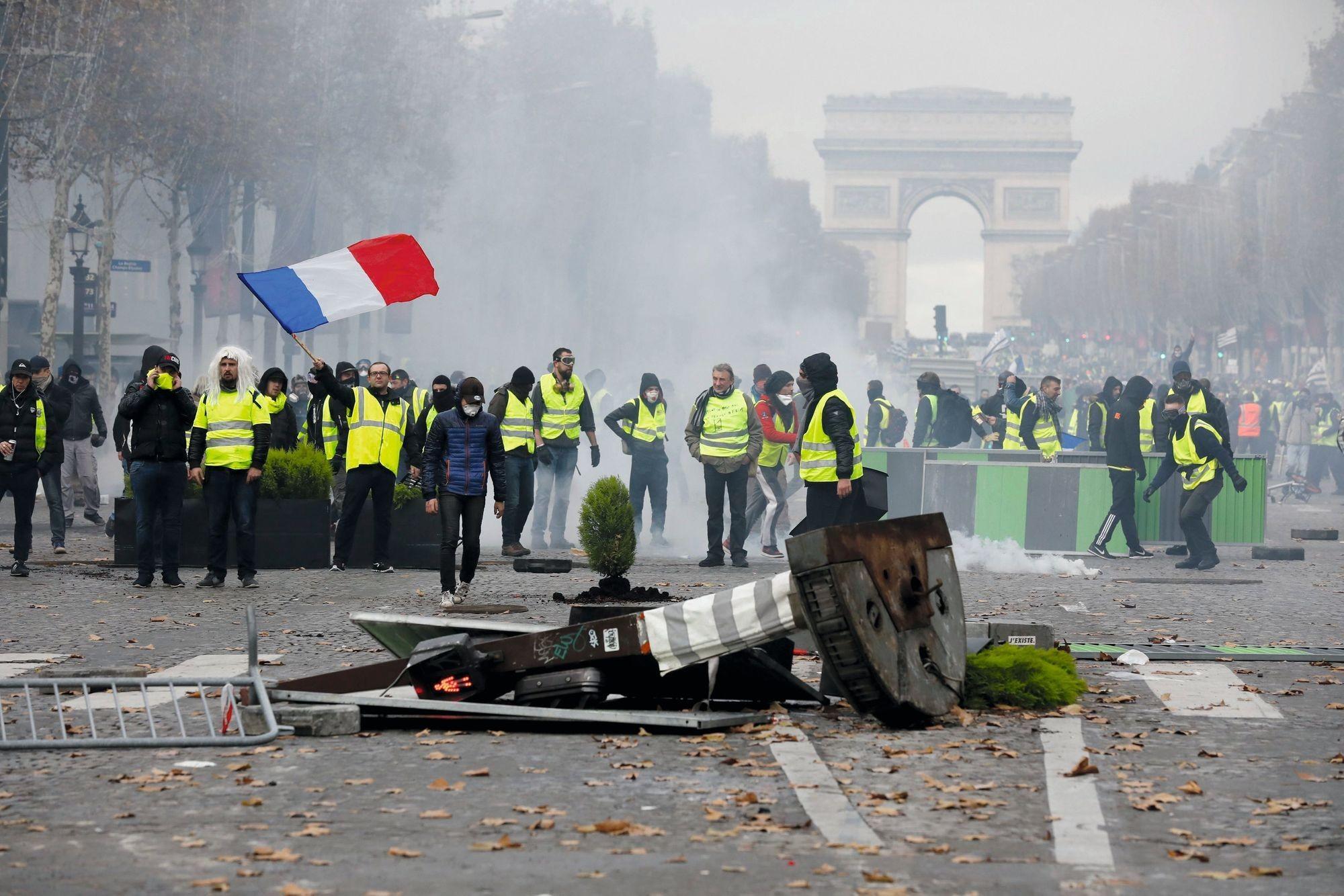 Les Champs-Élysées lors de la manifestation des « gilets jaunes », décembre 2018.