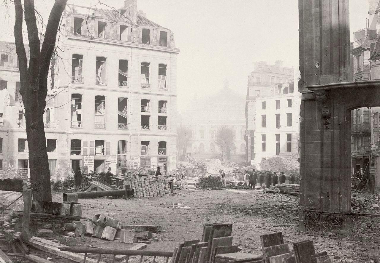 Le percement de l'avenue de l'Opéra dans le cadre des travaux haussmanniens photographie Charles Marville