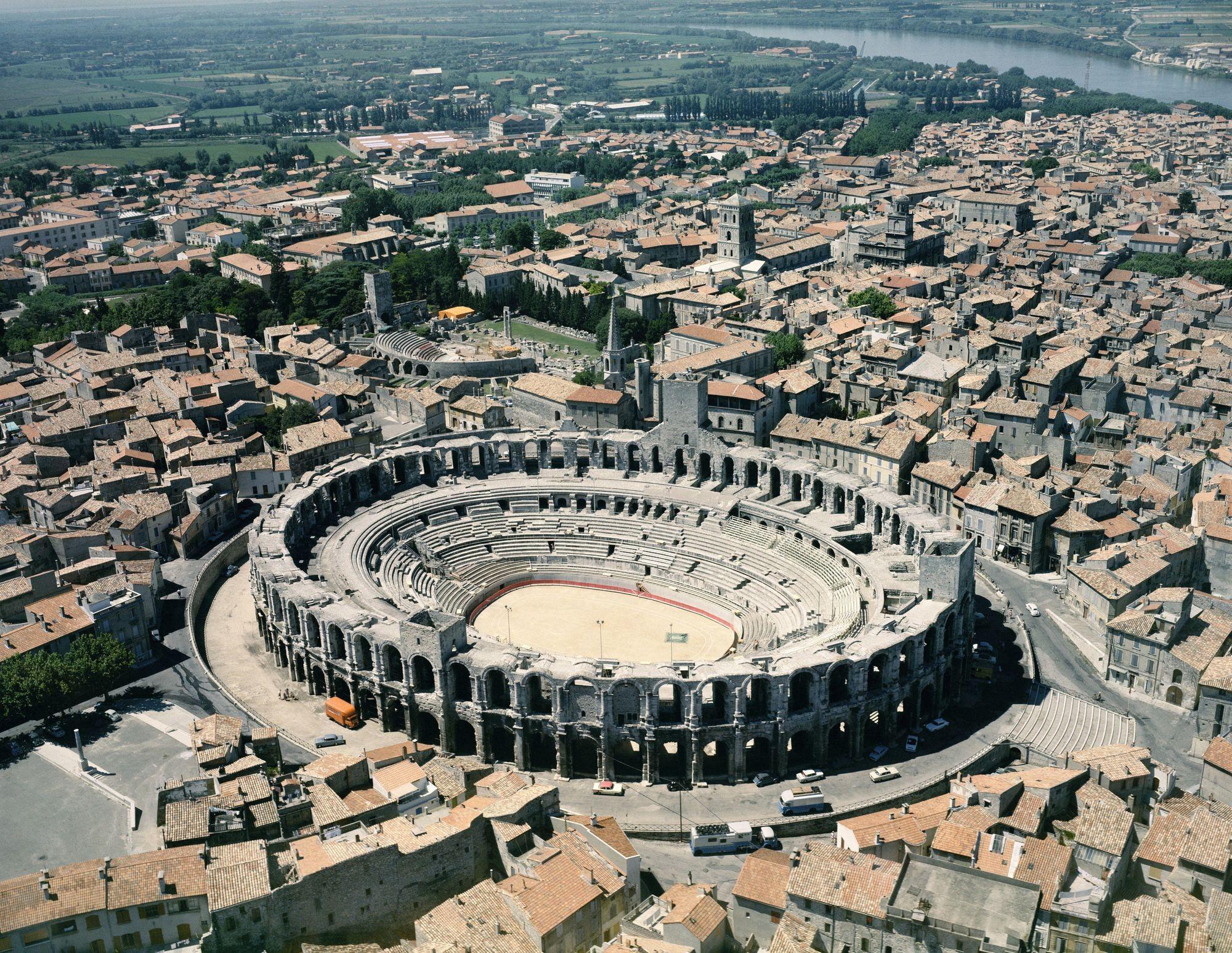 L'amphithéâtre d'Arles, un petit Colisée