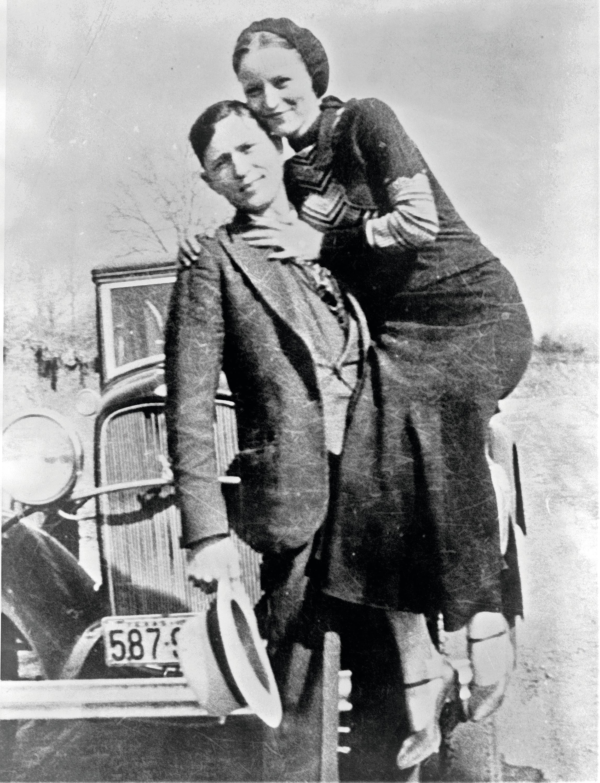 Bonnie Parker et Clyde Barrow dans les années 1930.
