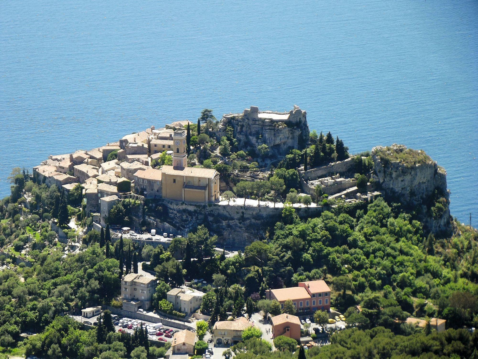 Èze, village médiéval fortifié de la Côte d'Azur