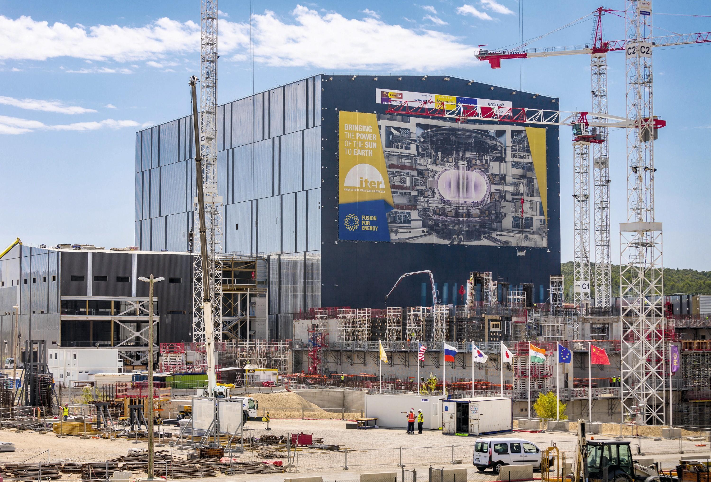 Photographie du site en construction d'ITER à Cadarache (sud de la France)
