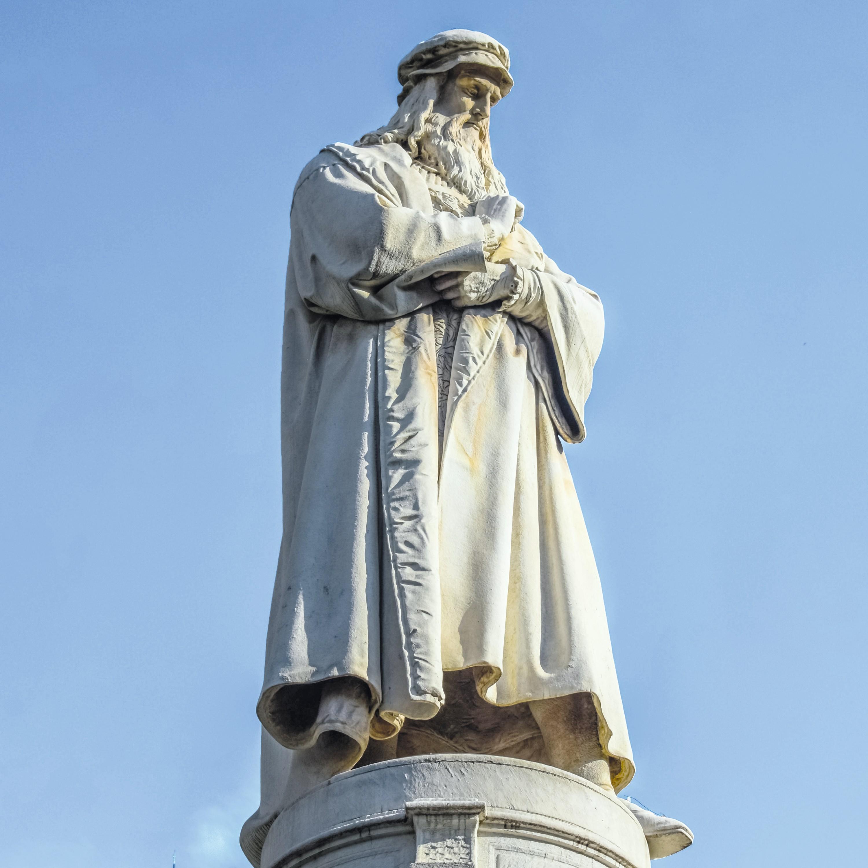 Léonard de Vinci statue