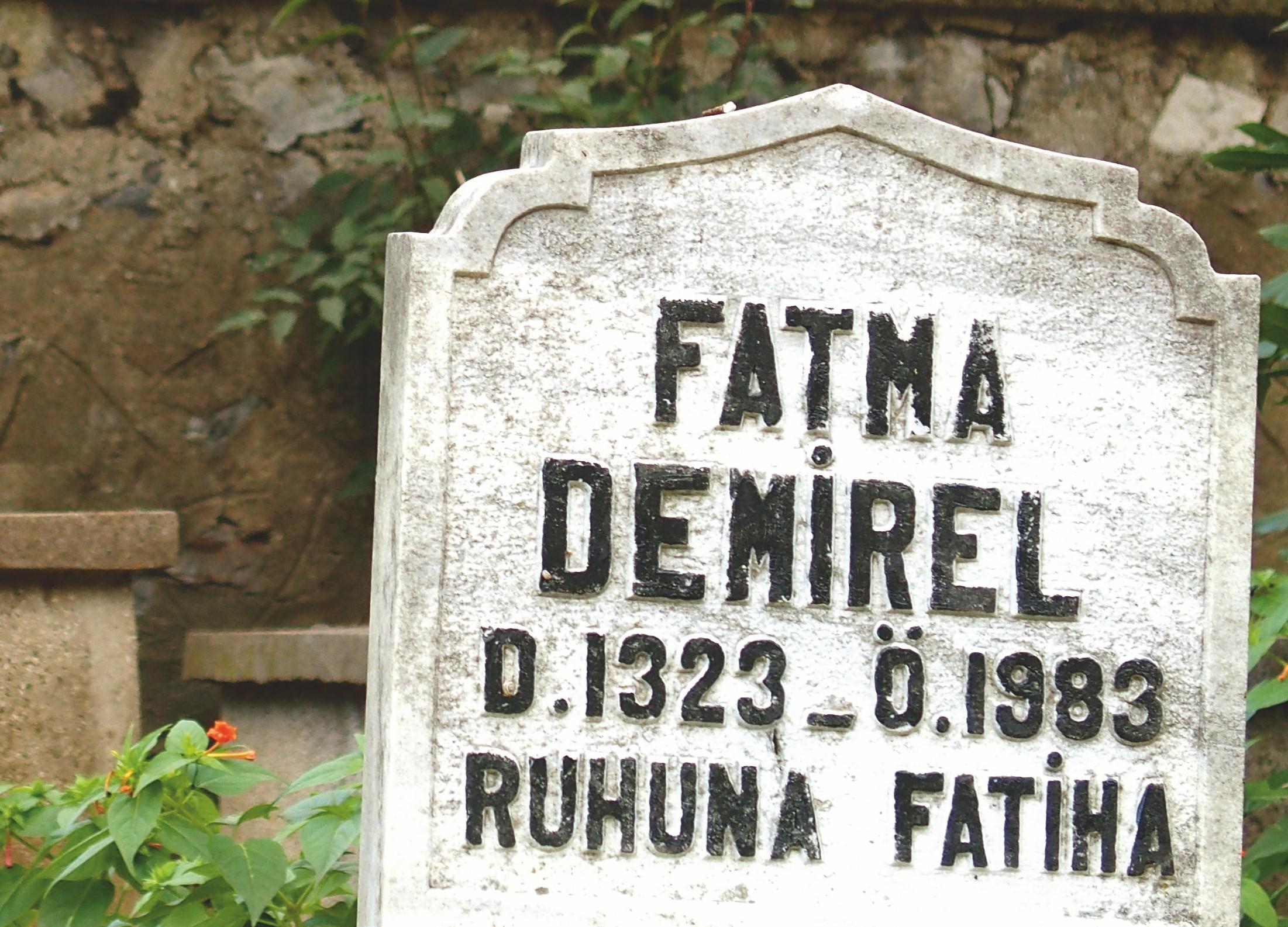 Le changement de calendrier de 1925 en Turquie. Cimetière de Karacaahmet, Istanbul