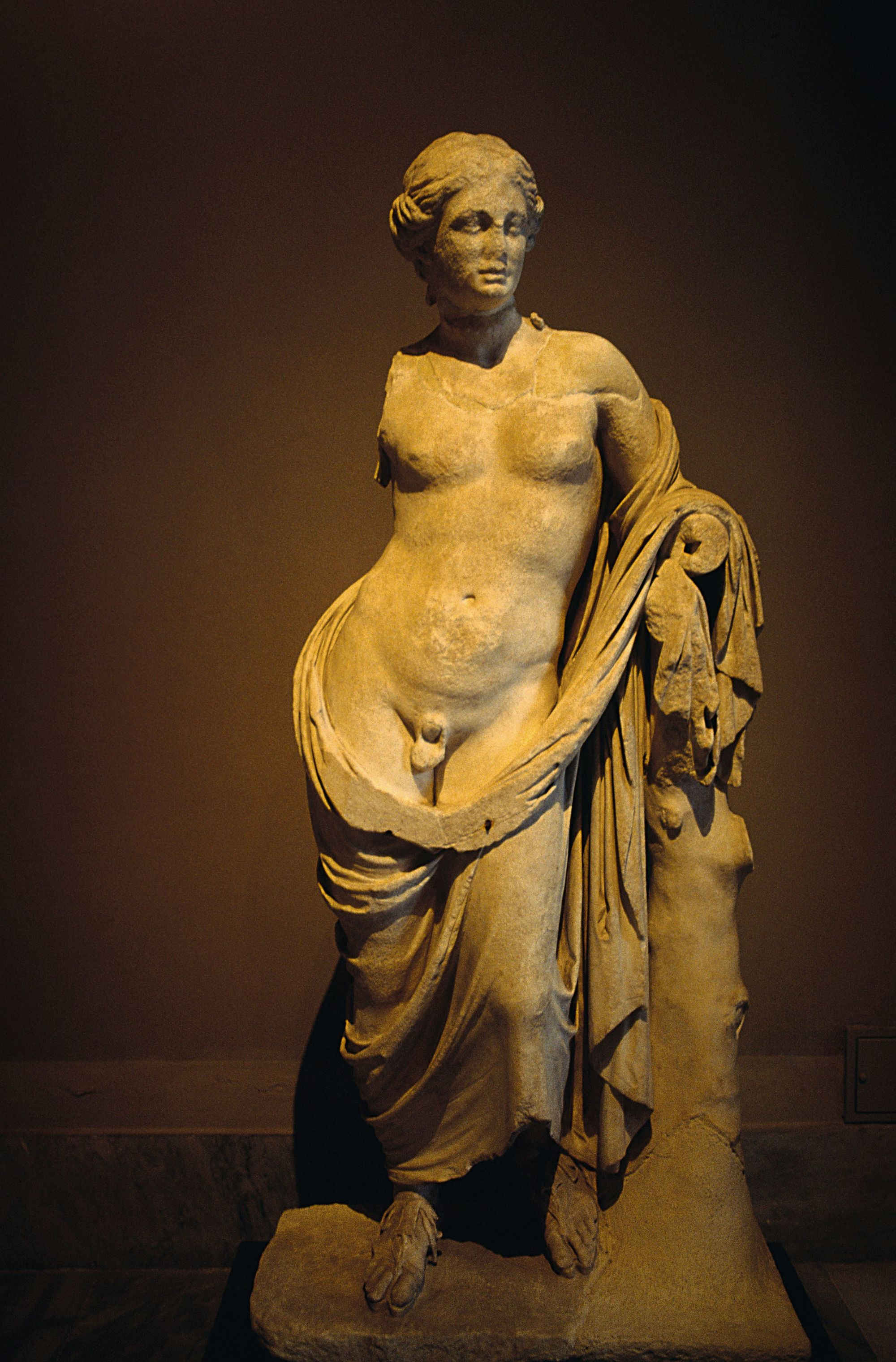 Statue d'hermaphrodite du musée archéologique d'Istanbul (IIIe siècle avant J.-C., Turquie).