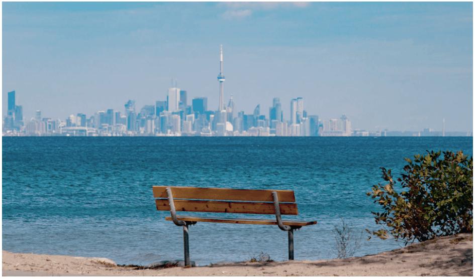 Vue de Toronto depuis le parc de Mississauga