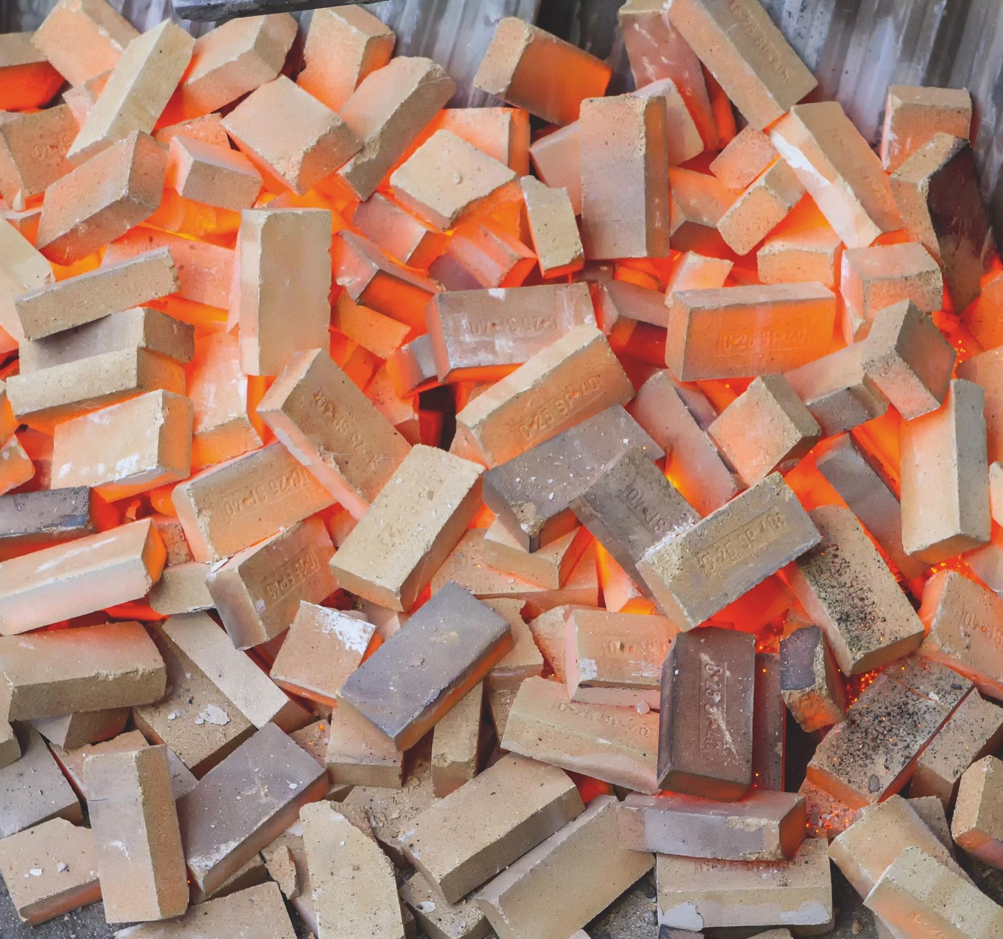Briques réfractaires à base de périclase