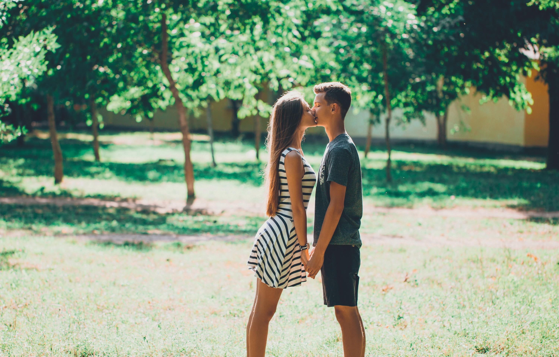baiser d'adolescents