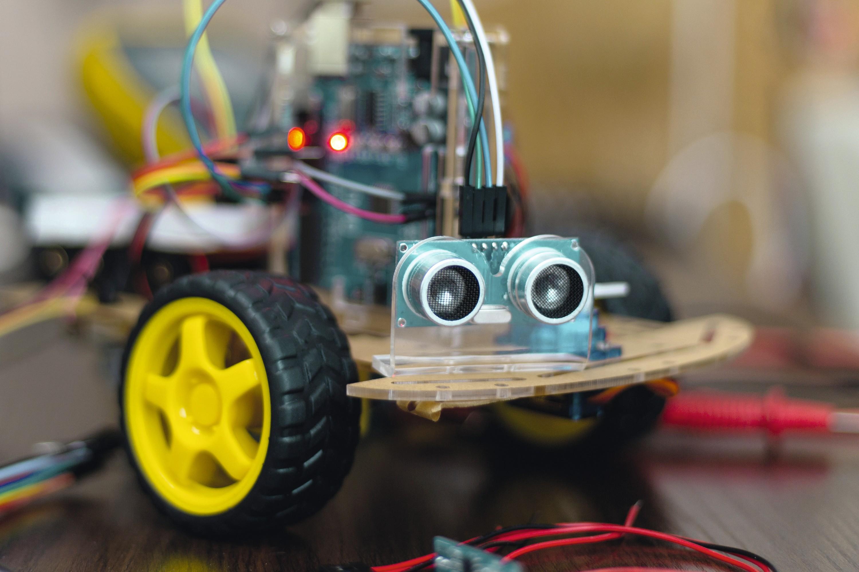Un émetteur/récepteur d'ultrasons sur un robot.